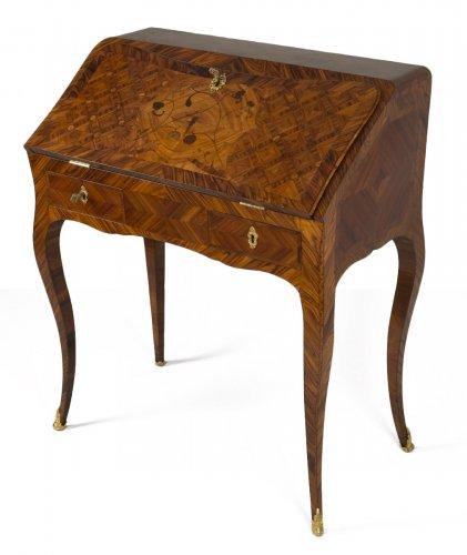 Louis XV Dos d'âne desk stamped I.C. Saunier