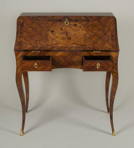 Louis XV Dos d'âne desk stamped I.C. Saunier -