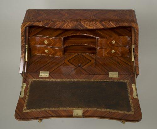 Antiquités - Louis XV Dos d'âne desk stamped I.C. Saunier