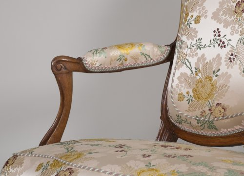 Antiquités - Pair of walnut armchairs stamped Tilliard