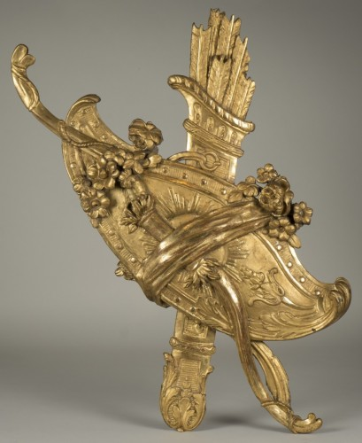Gilt wood trophy - Decorative Objects Style