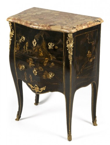 Small Louis XV Lacquer Commode stamped E.A.VEAUX