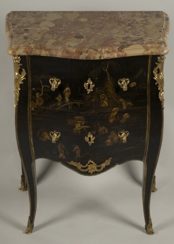 Small Louis XV Lacquer Commode stamped E.A.VEAUX - Furniture Style Louis XV