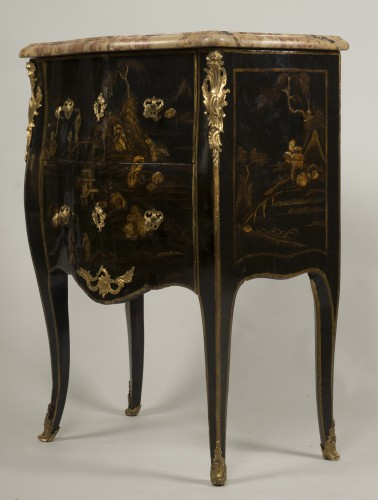 Louis XV - Small Louis XV Lacquer Commode stamped E.A.VEAUX