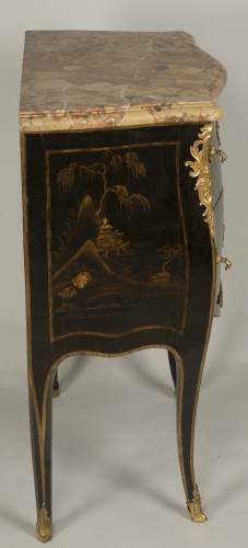 Antiquités - Small Louis XV Lacquer Commode stamped E.A.VEAUX
