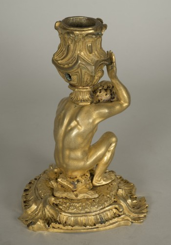 Antiquités - Gilt bronze candlestick depicting a man sat on a rock