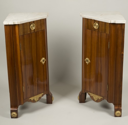 18th century - Pair of Louis XV corner cabinets from chateau of Chanteloup