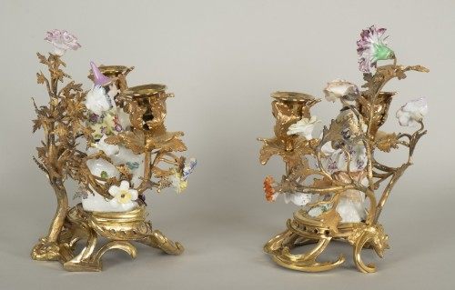 Antiquités - Pair of porcelain candlesticks