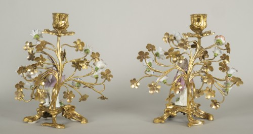 18th century - Pair of porcelain and gilt bronze candlesticks