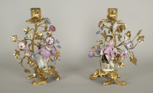 Antiquités - Pair of porcelain and gilt bronze candlesticks