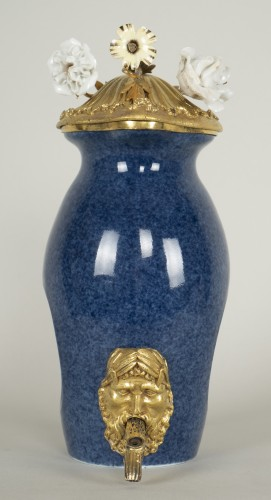 Small Blue Porcelain Fountain - Porcelain & Faience Style