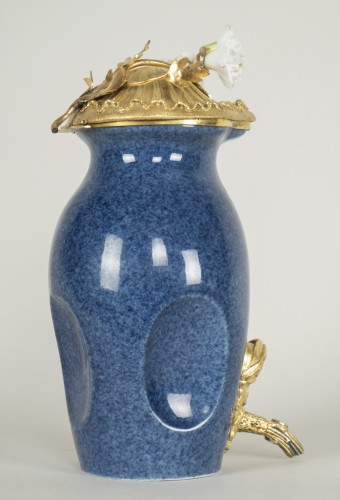 18th century - Small Blue Porcelain Fountain