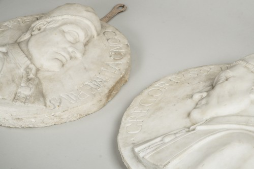 - Set of 4 white marble from Carrara medallions depicting popes