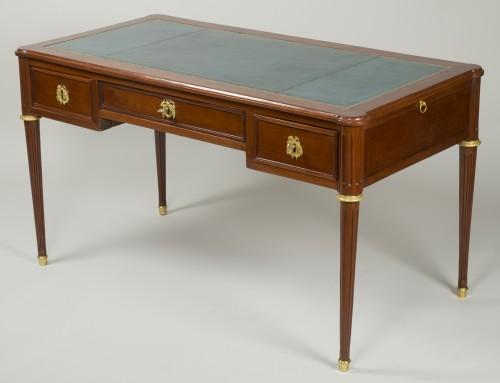 Louis XVI Mahogany Bureau plat - Louis XVI