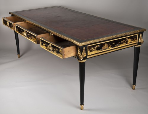 18th century - Great Desk with Japanese Lacquer attributed to Guillaume Beneman