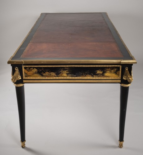 Louis XVI - Great Desk with Japanese Lacquer attributed to Guillaume Beneman