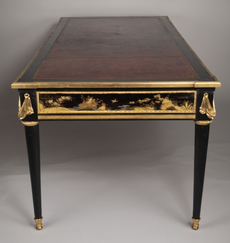 Antiquités - Great Desk with Japanese Lacquer attributed to Guillaume Beneman