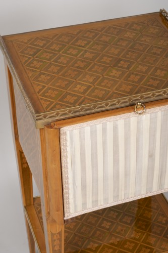 18th century - Small Table with 3 drawers stamped G.DESTER