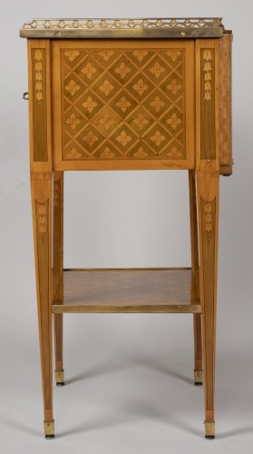 Louis XVI - Small Table with 3 drawers stamped G.DESTER