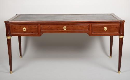 Louis XVI mahogany desk attributed to Fidelys Schey - Furniture Style Louis XVI