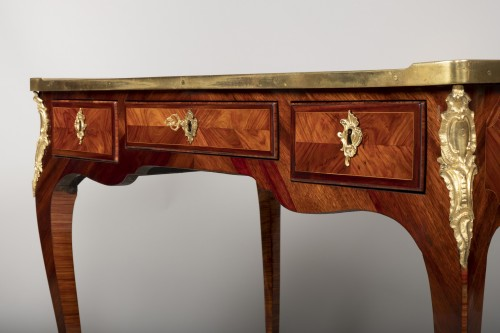 Antiquités -  Small Louis XV desk attributed to Genty