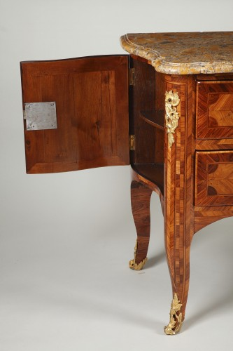 French Regence - Sauteuse commode from french Régence period