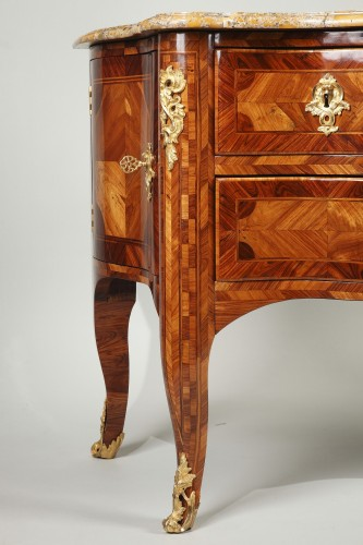 Antiquités - Sauteuse commode from french Régence period
