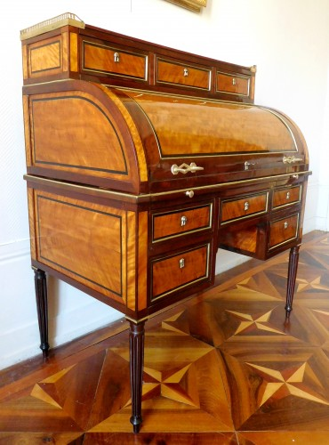 Furniture  - Louis XVI mahogany and satinwood cylinder desk - France early 19th century