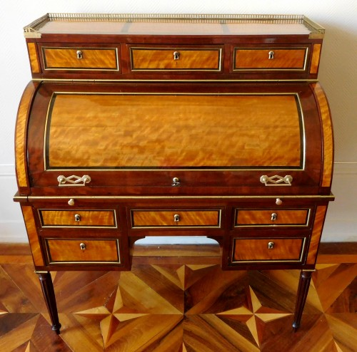 Louis XVI mahogany and satinwood cylinder desk - France early 19th century -