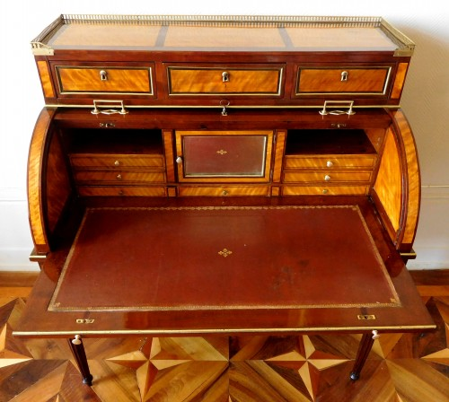 Louis XVI mahogany and satinwood cylinder desk - France early 19th century - Empire