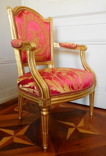 Louis XVI cabriolet armchair, gold leaf gilt - stamp of Mariette -