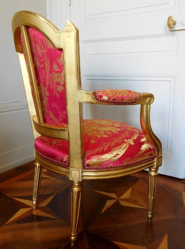Louis XVI - Louis XVI cabriolet armchair, gold leaf gilt - stamp of Mariette