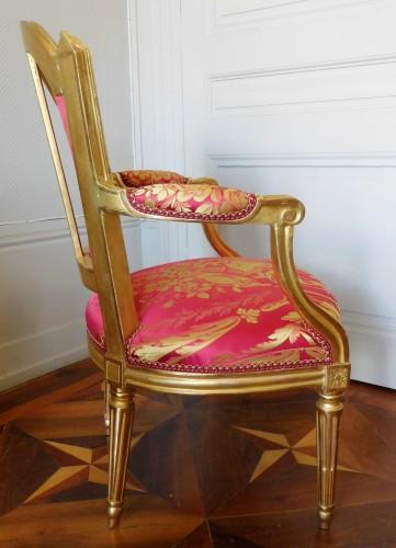 Antiquités - Louis XVI cabriolet armchair, gold leaf gilt - stamp of Mariette