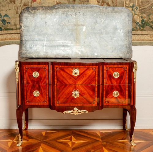 Antiquités - Royal commode from Fontainebleau castle, 1773 dated and stamped of Stumpff