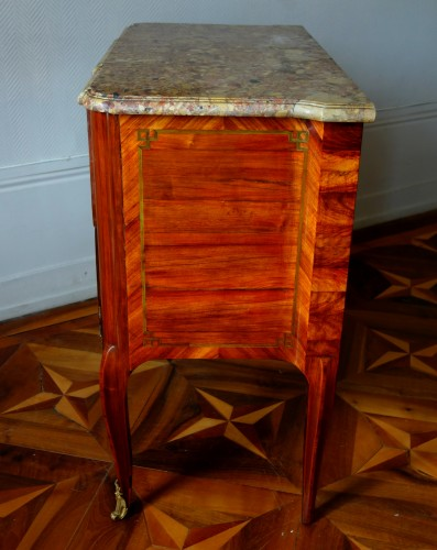Antiquités - Commode sauteuse transition estampillée de Guillaume Kemp