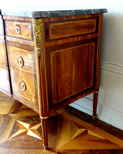 18th century - Louis XVI Marquetry commode - Stamp of Pascal  Coigniard