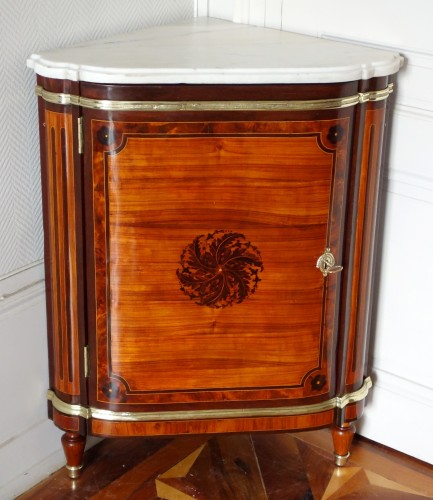 Louis XVI marquetry corner cabinet - stamped by Topino - Furniture Style Louis XVI