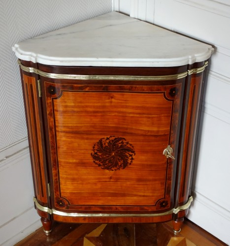 Furniture  - Louis XVI marquetry corner cabinet - stamped by Topino