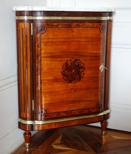 18th century - Louis XVI marquetry corner cabinet - stamped by Topino