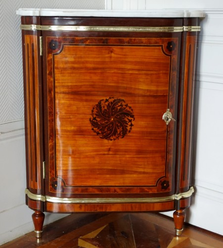 Louis XVI - Louis XVI marquetry corner cabinet - stamped by Topino