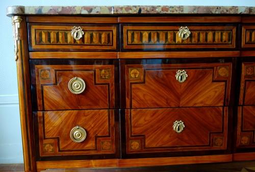French Louis XVI commode - Furniture Style Louis XVI