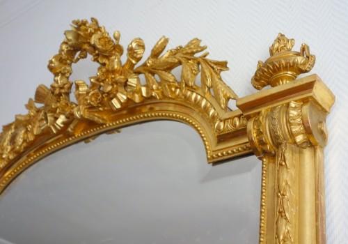 Antiquités - A late 19th century gilt wood mirror