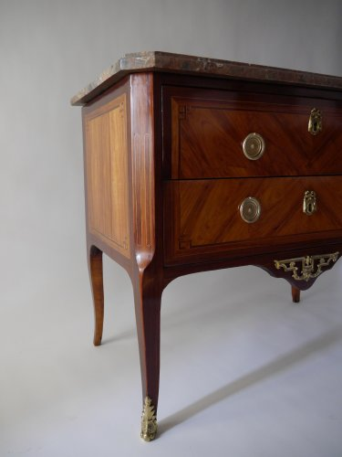 18th century - Commode sauteuse by Etienne Avril