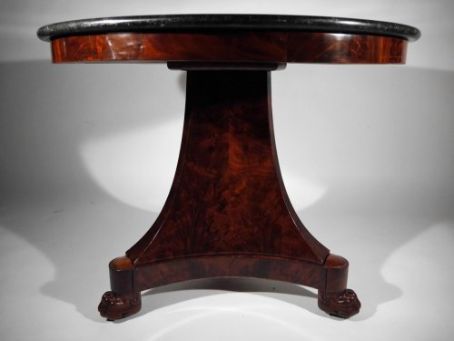 19th century - An Empire Mahogany pedestal table, beginning of the 19th century