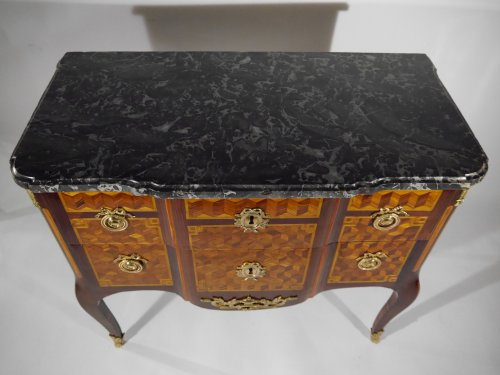 A Louis XV chest of drawers in the Transition style, stamped by G. Jansen -