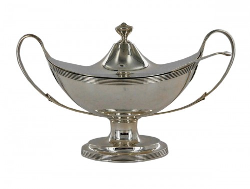 Sauceboat in silver, George III, end of the 18th century
