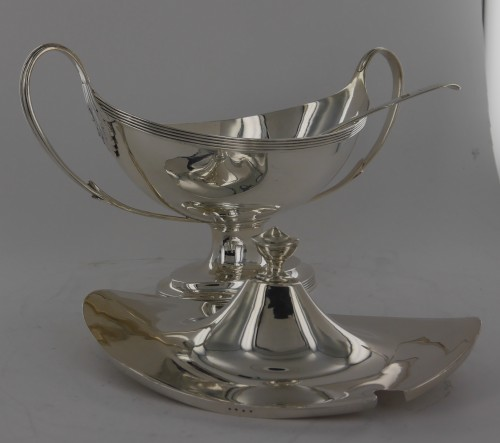 18th century - Sauceboat in silver, George III, end of the 18th century