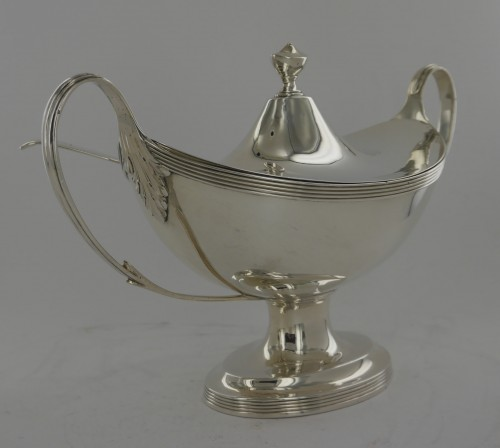 Sauceboat in silver, George III, end of the 18th century - Directoire