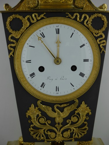 "Antiquités - ""Etruscan"" clock, Empire period"