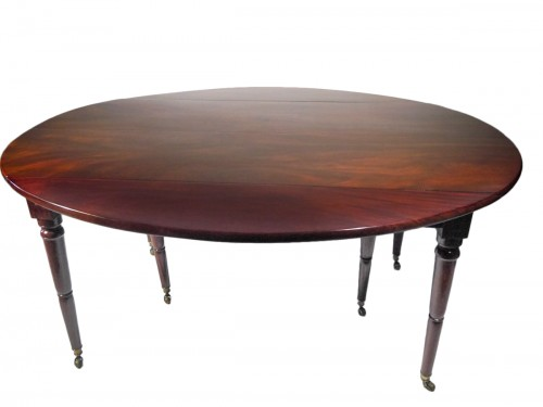 A lat 18th century Solid mahogany dining table
